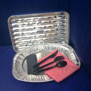 Набор алюминиевой посуды: гриль, поднос, скатерть, салфетки, ложка, вилка, нож